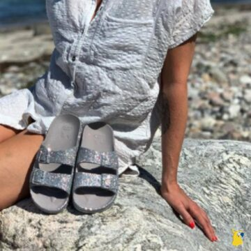 You deserve glitter on your sandals ✨ . . . . #mycacatoes #frombrazilwithlove #picoftheday #summer #beachlife #sandals #instagood #fun #fashion #style #beachwear #summeroutfit #flipflops #holidays #instamood #happyfeet #summervibes #footprints #candyscented #danemark #trancoso #glitter