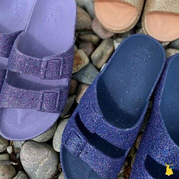 Left or right ? 💜 📸 @thisseason.dk  . . . . #mycacatoes #frombrazilwithlove #picoftheday #summer #beachlife #sandals #instagood #fun #fashion #style #beachwear #summeroutfit #flipflops #holidays #instamood #happyfeet #summervibes #footprints #candyscented